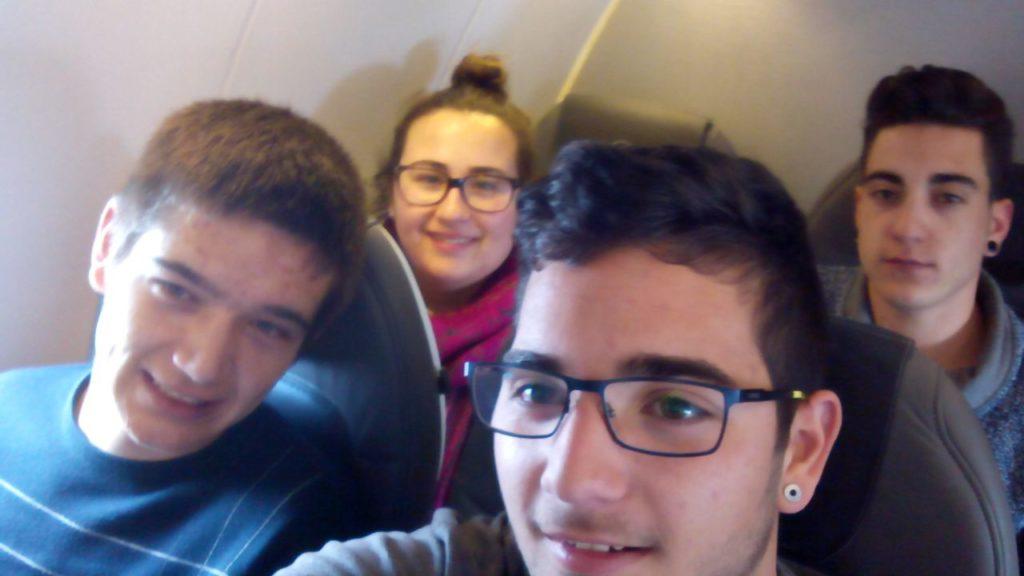 Dins l'avió